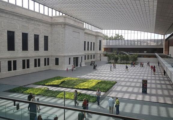 800px-Cleveland_Museum_of_Art_atrium_expansion-576